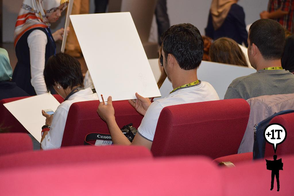 ve katılımcılar da çizmeye başlıyor